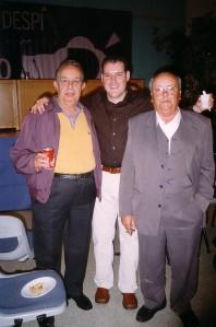 Con Francisco Ruiz Acevedo (izq.) y Antonio (hijo de Juan González León), en Sant Joan Despí, el 19 de octubre de 2002.