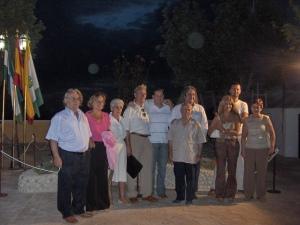 Miguel Aceituno Rodríguez (en el centro, con una carpeta en la mano), en la inauguración de un monumento a las víctimas de la represión franquista en Rute (18 de julio de 2006).
