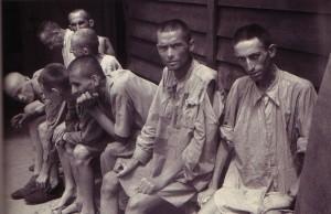 Supervivientes de Mauthausen tras la liberación.
