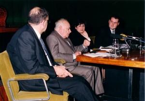"""Presentación de """"Artículos y ensayos políticos"""", el 18 de diciembre de 1999."""