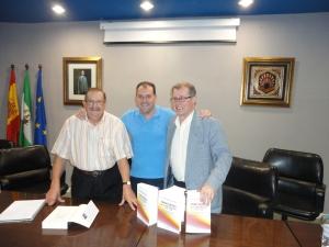 De izquierda a derecha, Francisco Moreno Gómez, Arcángel Bedmar y Alberto Reig Tapia (catedrático de Ciencia Política de la Universidad Rovira y Virgili, de Tarragona) el día de la presentación del libro en Córdoba.