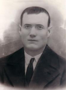 16.Un patrono denunció al ferroviario socialista José Algaba Rodríguez. Murió fusilado en las tapias del cementerio de Puente Genil el 24 de agosto de 1936.