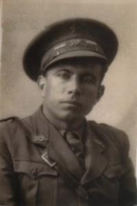 42.Juan Córdoba Zafra, bibliotecario de la Casa del Pueblo, secretario de las Juventudes Socialistas y concejal del Frente Popular. Ascendió a comandante del Ejército republicano. Fusilado el 16 de mayo de 1940.