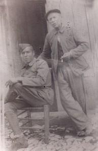 53.Rafael Córdoba Gálvez (sentado). Preso en Montilla y en un batallón de trabajadores en Algeciras, Valle de los Caídos y A Coruña.