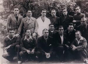 55.El comunista Rafael García Águila (agachado, segundo por la izquierda) en la prisión central de Burgos (3 de julio de 1943). Acabó desterrado en Málaga.