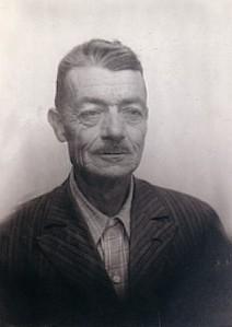 56.El socialista Rafael García Espejo, preso en Montilla y Córdoba, y desterrado en Málaga.