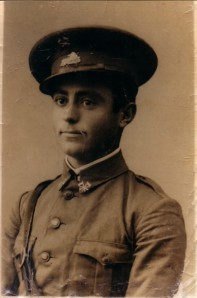 63.El agricultor socialista Antonio García Hidalgo, soldado del Ejército republicano. Desde los campos de concentración franceses pasó al campo de concentración de Toro (Zamora) y a la cárcel de Montilla.