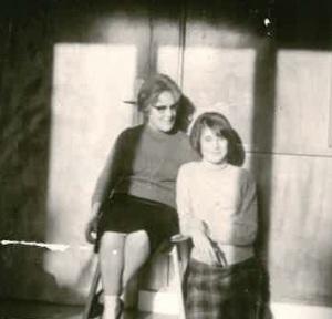Consuelo Nistal y Sofía Velasco (1960) - copia