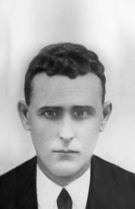 Antonio Bascón Sillero, natural de Montalbán, de 51 años, asesinado el 1 de octubre de 1936 en la carretera de Córdoba (está inscrito en el Registro Civil de Fernán Núñez).